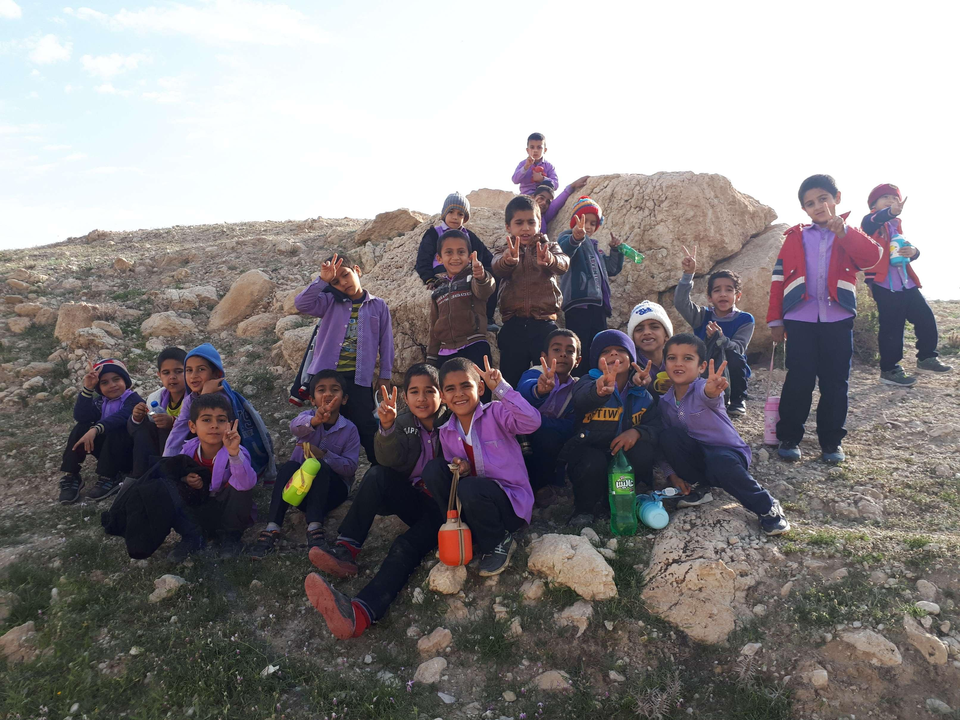 اردو یک روزه زمین چمن روستا با بچه ها کلی خوش گذشت جای همه خالی مصطفی 94