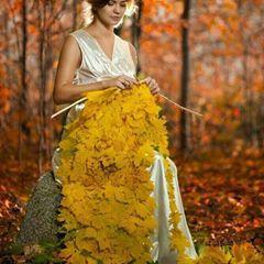خبر این است که یلدا خانم آخرین دختر آذر بانو نوه دختری حضرت پاییز قشنگ دل سپرده به یکی از پسران ننه سرمای بزرگ کرده پیراهنی از برف به تن می رود marjan24