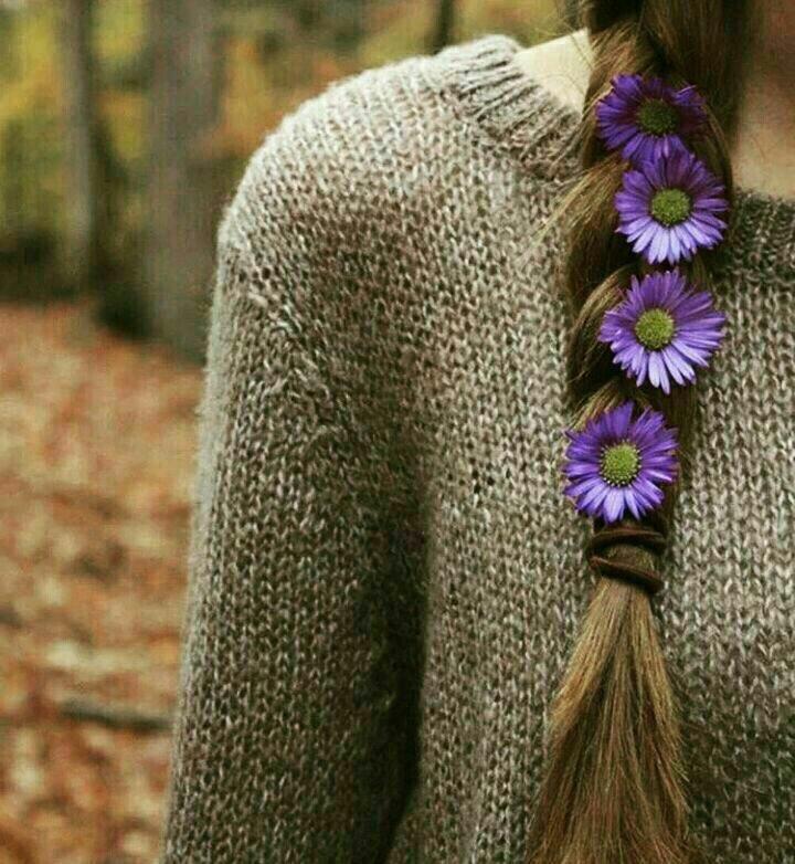 من رویا می بافم! تو موهایت را.. تو به موهایت گل سر جدید میبندی! من در رویایم اتفاق جدید میسازم! میبینی.. من ،موهایت و گل سرت یک جاهایی با هم مسئله خزان بوشهر